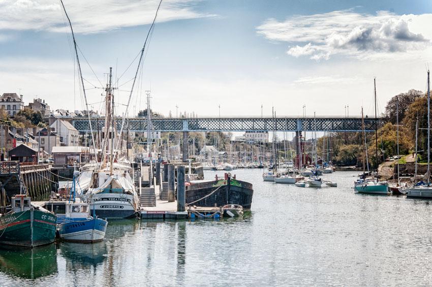 Hafen in Douarnenez einer Stadt im Finistere zwischen Handel und Fischfang in Douarnenez einer Stadt im Finistere zwischen Handel und Fischfang